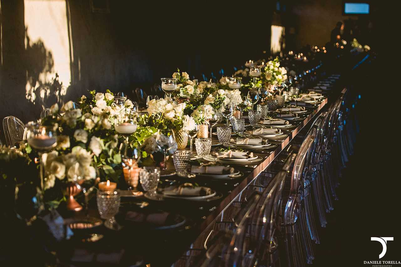 Una tavola infinita in stile boho ed oro rosa